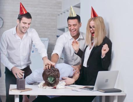 Подарок коллеге мужчине на день рождения фото