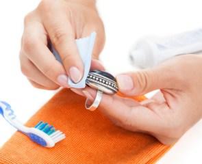 почистить серебро нашатырным спиртом и зубной пастой