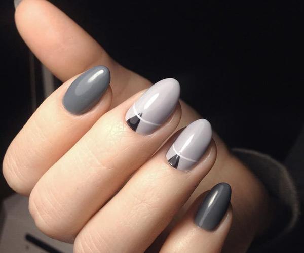 Серый осенний маникюр фото 12
