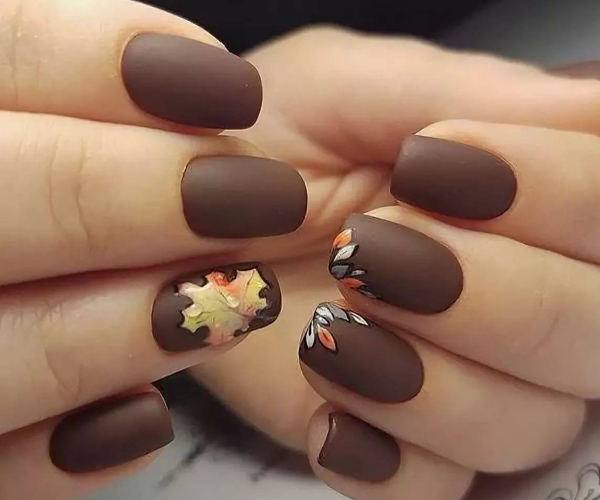 Шоколадный осенний маникюр фото 1