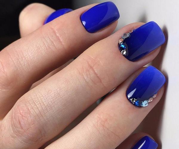 Синий осенний маникюр фото 3