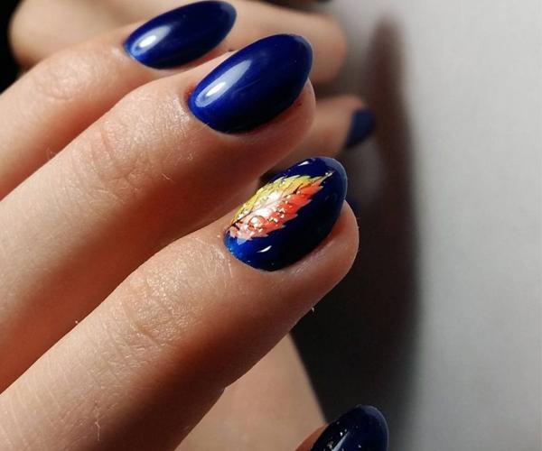 Синий осенний маникюр фото