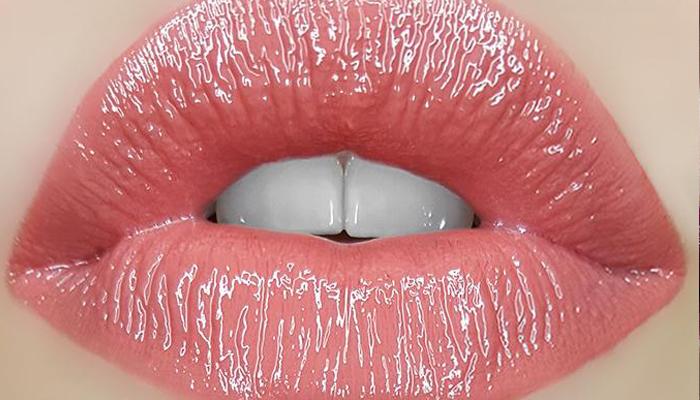 Матовые губы с глянцевым оттенком
