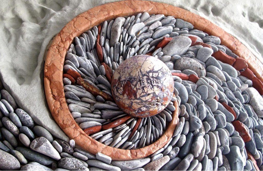 Панно из камней