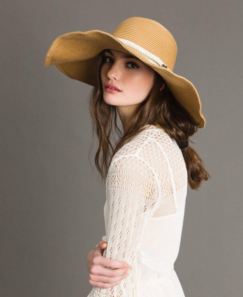 Шляпа с широкими полями фото