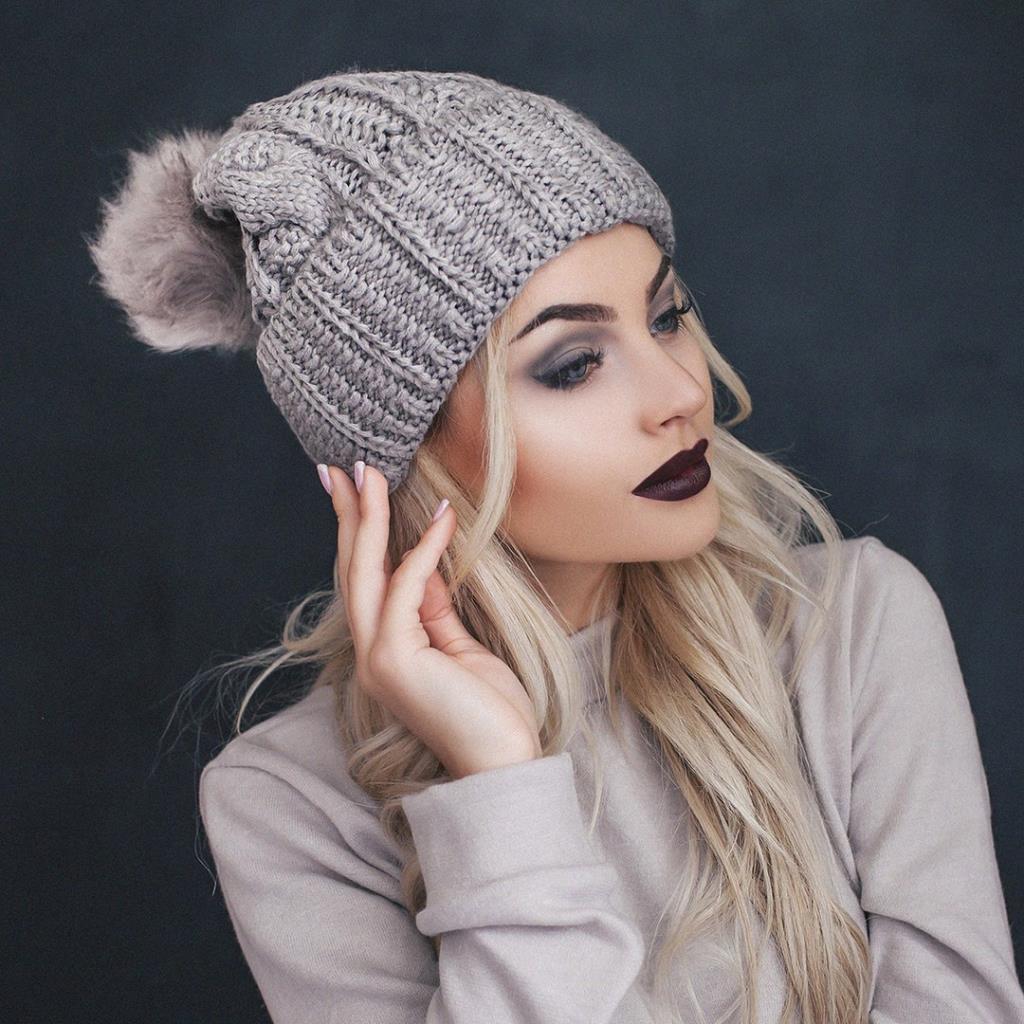 Вязаная шапа с меховым помпоном фото 1