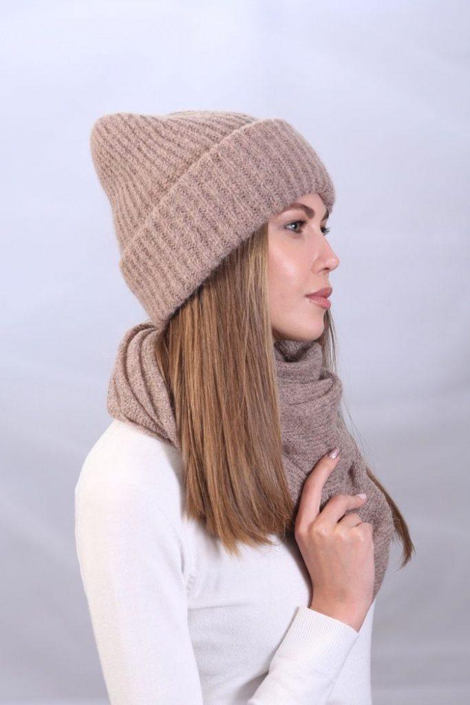 Вязаная шапка с отворотом фото 2